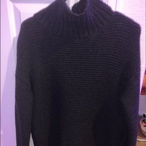 LULU LEMON TURTLE NECK SWEATER